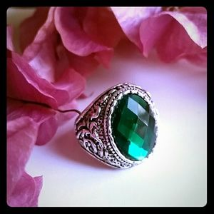 Green fashion cocktail ring